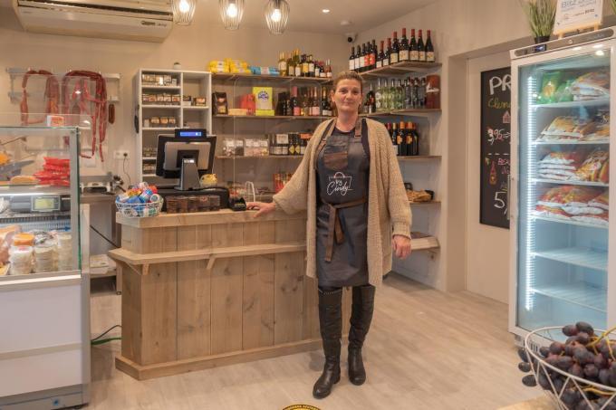 Cindy Ovaere heeft de job van haar leven gevonden in haar winkeltje.©Wouter Meeus Wouter Meeus