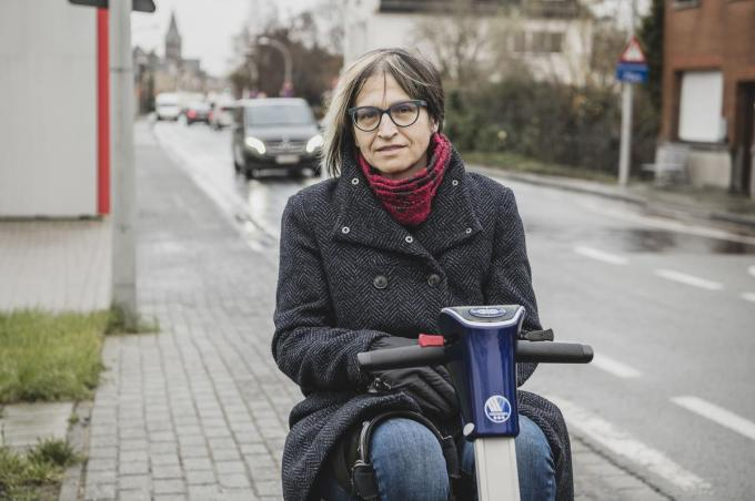 Rebecca Kints treedt op als woordvoerder namens de protestgroep 'Geen knik in de Driekerkenstraat'.© Olaf Verhaeghe