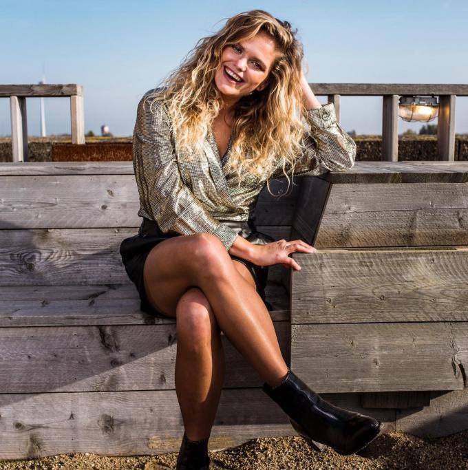 Lissa Callens is als Mona Lee maandag te gast bij Kerri Chandler, een internationaal erg bekende dj. De opnames vonden plaats op een rooftop in hartje Gent. (foto Jonas Van Bouwel)© (foto Jonas Van Bouwel)
