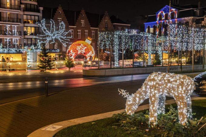 De firma Verstraete Enterprises levert onder meer in Roeselare de kerstverlichting.©STEFAAN BEEL Stefaan Beel