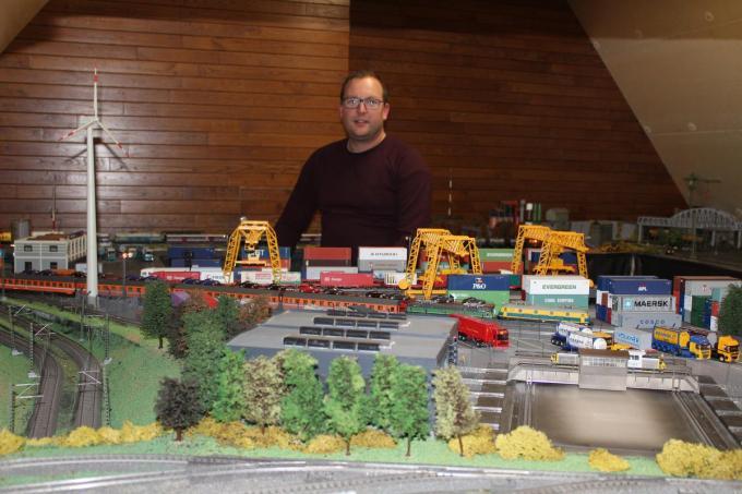 Glenn spendeert wekelijks 10 tot 15 uur aan zijn treintjes. (foto JT)© (foto JT)