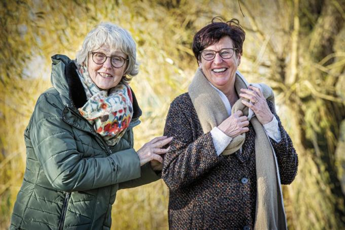 Sonja Tankrey (links) en Jo Baert mochten tijdens onze wandeling heel wat felicitaties in ontvangst nemen.©JOKE COUVREUR JOKE COUVREUR