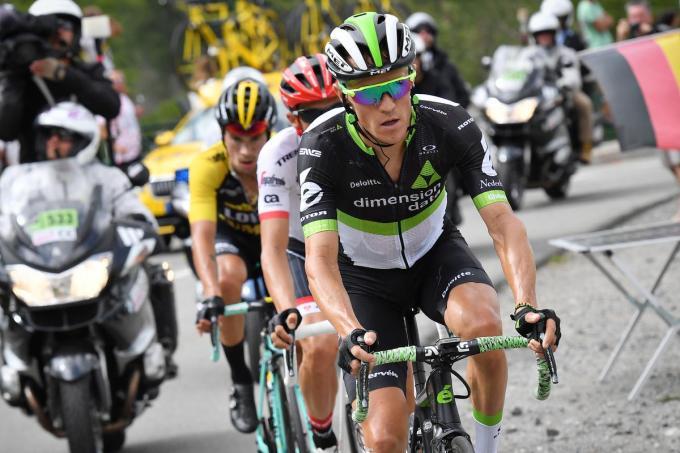 Van 2015 tot 2019 was Serge Pauwels (midden) een smaakmaker in de Tour. Hier rijdt hij in een Alpenrit in 2017 voorop met Alberto Contador (links) en Primoz Roglic (rechts). (foto Belga)©DAVID STOCKMAN BELGA