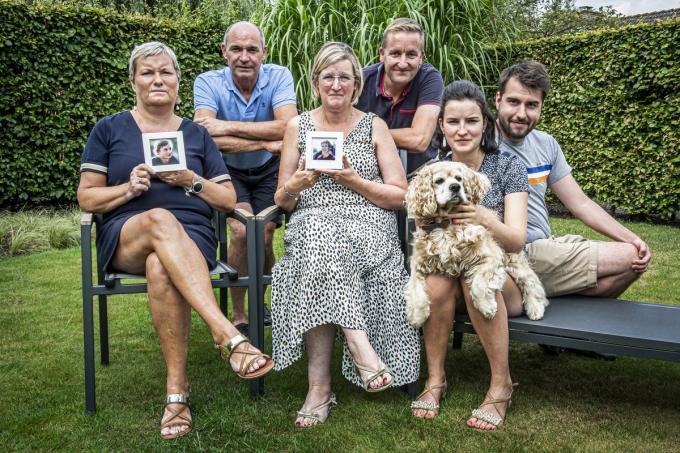 De families van Arthur Deconinck en Maxim Vaernewyck getuigden een jaar na het noodlottige ongeval waarbij de boezemvrienden om het leven kwamen.©JOKE COUVREUR JCR