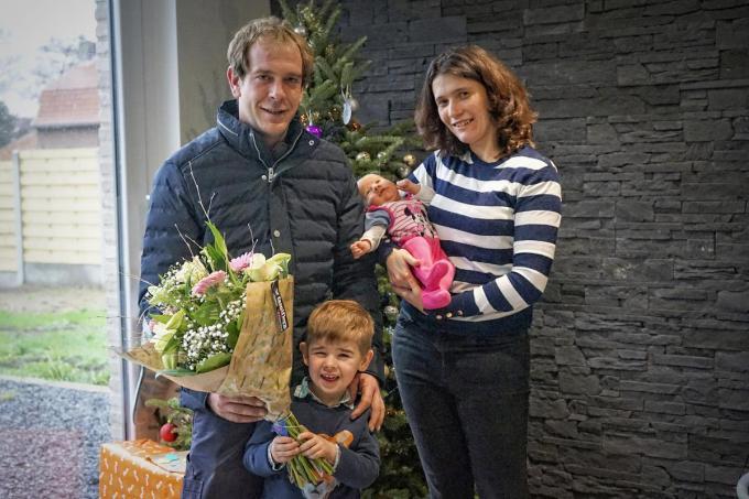 Stijn Orbin en Jolien Desmet met zoon en de kleine Marthe.© CLL