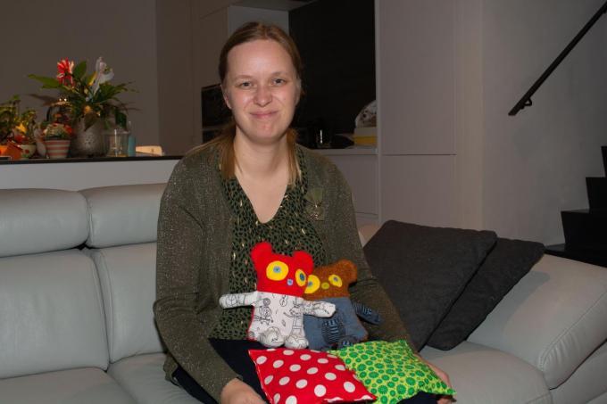 Ulrike Schoutteten naaide al 125 pittenzakjes ten voordele van vzw Kleine Helden. (foto SLW©Stefaan Lernout (foto SLW)