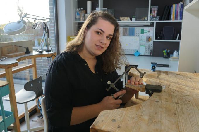 Lore De Backer in haar atelier, al dromend van een grotere ruimte.© MM