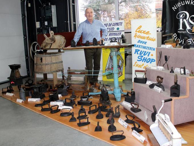 Joachim Maes, stichter van Ruvi Shop, bezit strijkijzers uit de hele wereld. (Foto WO)©wilfried Ossieur