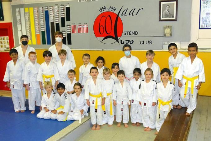 Dalila Sterckx met haar -12 jarigen, witte en gele gordels.© (Foto FRO)