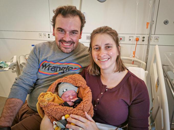 Ook Basile Vandewalle werd geboren op 25.12.2020. Hij is 52cm groot en woog bij de geboorte 3,425kg. Papa Michael Vandewalle, mama Joke Sossaert en zijn twee zusjes verwelkomen hem groog thuis in Hooglede.© JC
