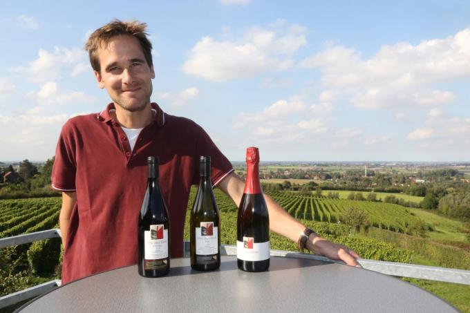 Wijnbouwer Martin Bacquaert is bijzonder tevreden met de gouden medaille.© EF