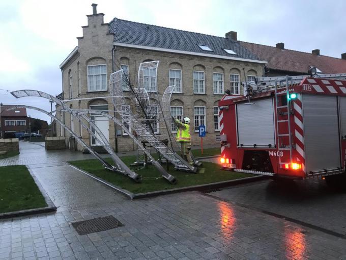 In Zillebeke werd de kerstdecoratie vernield.© DBI