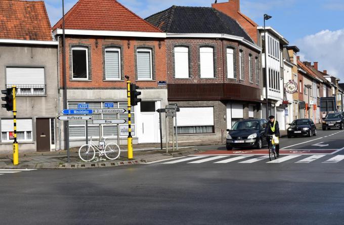 In het voorjaar van 2019 liet een fietsster op het bewuste kruispunt het leven na een ongeval met een vrachtwagen.© (Foto TVW)