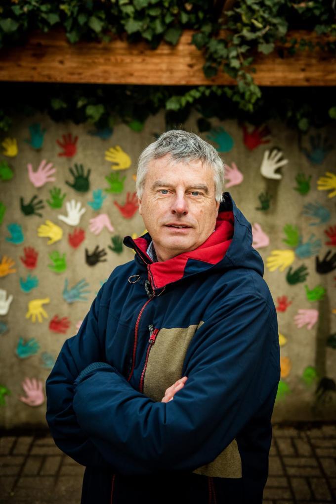 """Johan Neyts: """"Ik snap dat het heel erg lastig was en is, maar deze pandemie is niet onze schuld, hé. Je gaat de brandweer toch ook niet verwijten als het thuis bij je brandt?""""© Christophe De Muynck"""