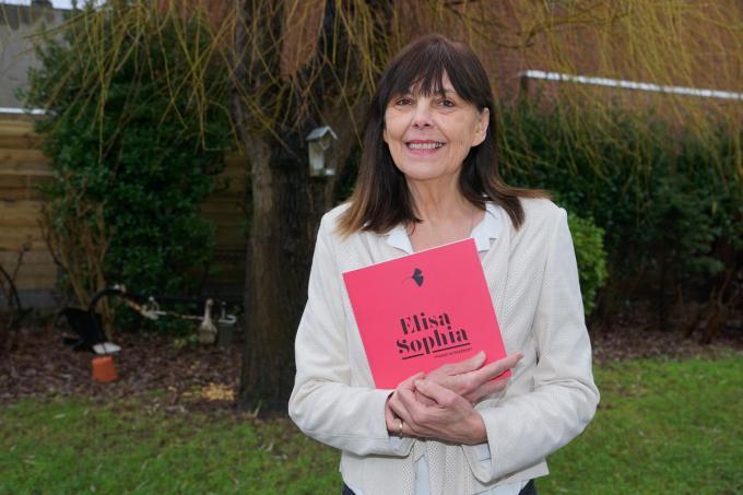 Viviane Huygebaert met een exemplaar van haar boek: tegelijk bijzonder en exemplarisch. (foto MM)© Marc Mahieu