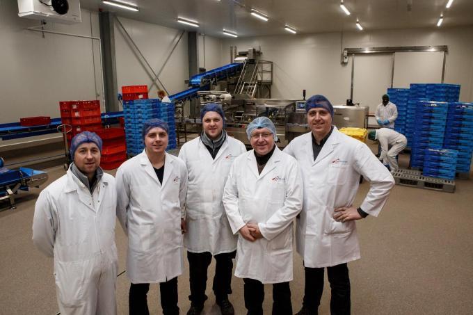 De familie Dekeyzer bij de ingebruikname van hun nieuwe productieruimte in 2017, lang voor corona. (foto DC)
