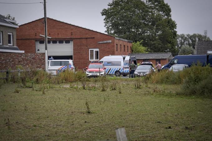 In september viel de politie binnen op de boerderij in Lendelede.© CL