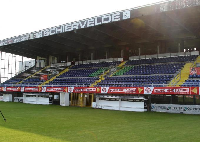 De tribunes van Schiervelde zullen volgend jaar ook dienst doen voor de Club-fans die voor de beloften en dames komen supporteren.©VDB / Bart Vandenbroucke