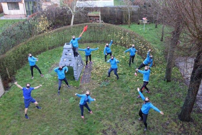 De leerkrachten van de gemeentelijke basisschool starten het nieuwe jaar met sportieve ambities.© JT