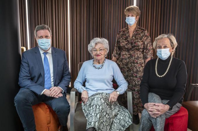 (v.l.n.r.) Motena-voorzitter Bart Wenes, Bernise Tanghe, De Waterdam-directeur Marian Claeys en Nadine Pillaert kijken uit naar de start van de vaccinaties op Roeselaars grondgebied.©STEFAAN BEEL Stefaan Beel