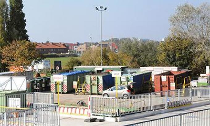Het Bredense containerpark is tijdelijk ook over de middag open.© GF