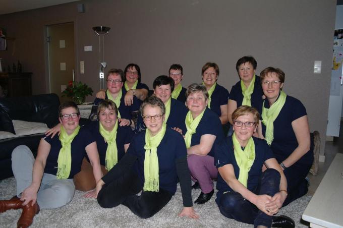 Het bestuur in tijden zonder corona. De nieuwe bestuursleden Marie-Anne Depotter-Debrabandere en Herlinde Vanden Berghe-Vanwalleghem ontbreken nog op deze foto. (gf)