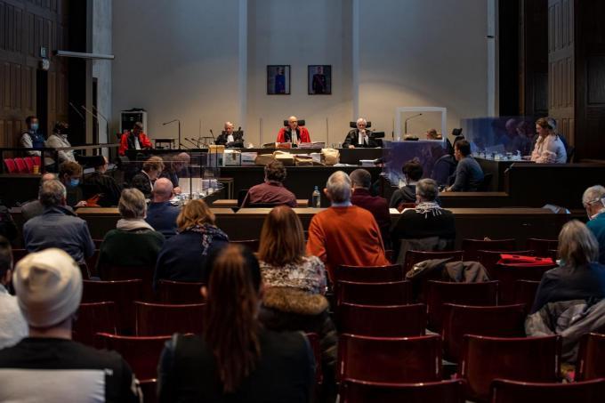 Het wordt druk in het assisenhof in Brugge.©KURT DESPLENTER BELGA
