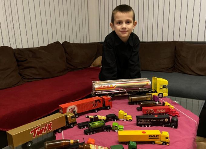 Tristan is, net als zijn hele familie, gek van vrachtwagens.© GF