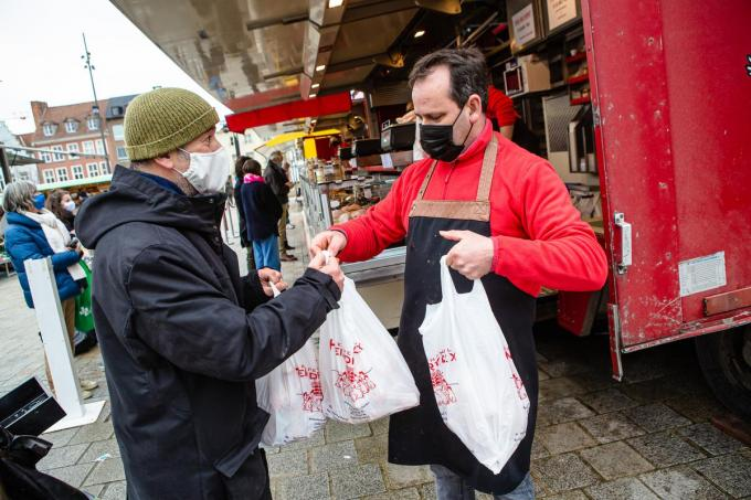 Christophe Steyaert op de Woensdagmarkt bij Hans Heindryckx (Foto DC)© Davy Coghe