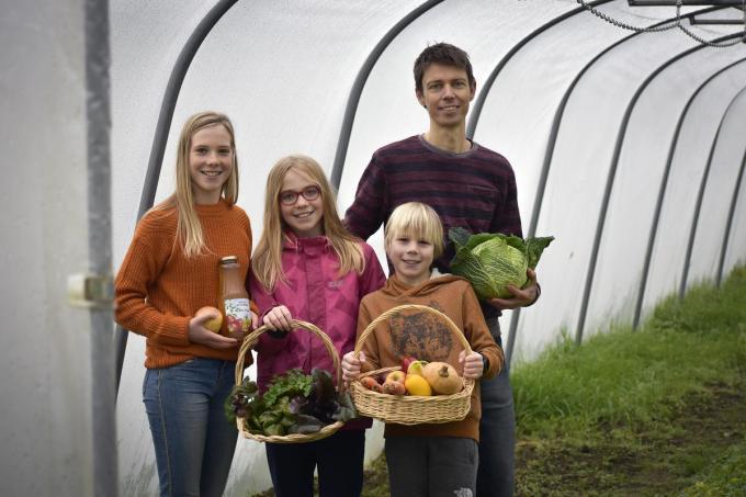 Pieter met zijn kinderen Eva, Olivia en Leander. (foto AVH)