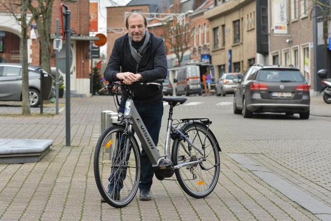 Schepen Pyncket met de elektrische fiets die in groep aan te kopen is. (LVW)