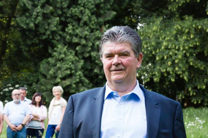 Burgemeester Devogelaere is niet tegen vaccinatie, maar wacht zelf als hartpatiënt op advies van cardioloog.