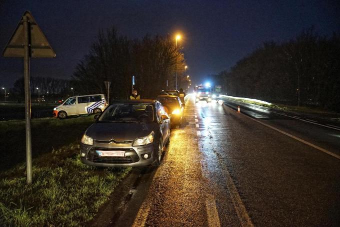 Volgens de chauffeur die het ongeval veroorzaaakte, was hij zijn nieuwe wagen nog niet helemaal gewend.© CL
