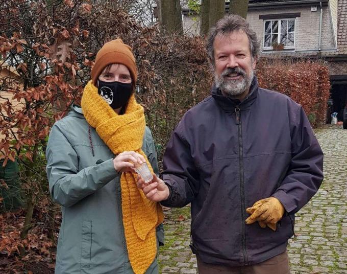Kristien Degraeve trok naar Waals-Brabant om Jean-Michel Lamby eigenhandig het confituurpotje terug te geven.© GF