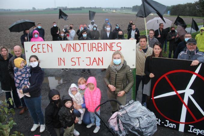 Begin oktober kwamen buurtbewoners samen om te protesteren tegen de komst van de windmolens.© TP