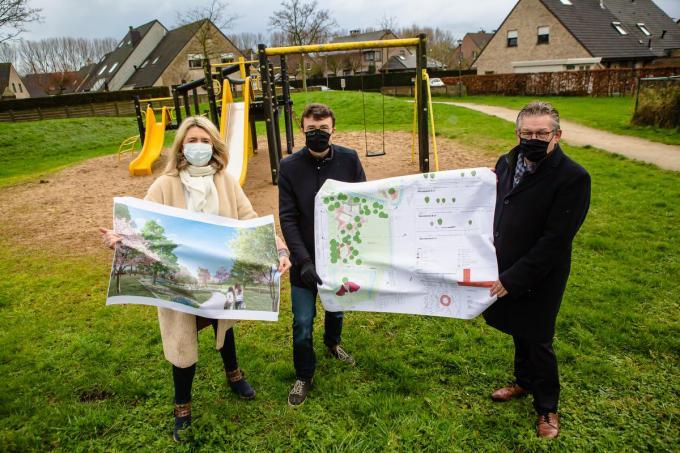Mercedes Van Volcem, Matthijs Goderis en Dirk De fauw stellen het kleurrijke belevingspark voor.© DC