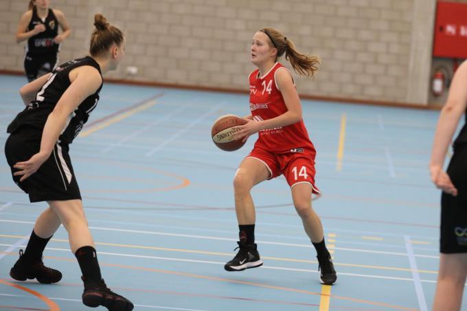 Sanne Desplenter werd met 18 punten topschutter bij Waregem.© ELD