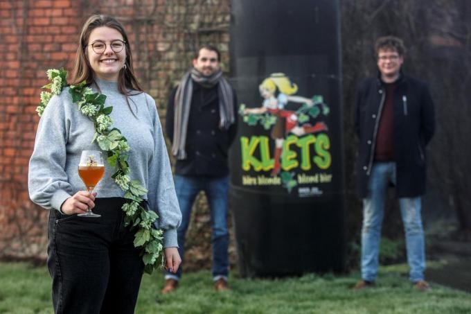 Marthe straalt als eerste ambassadrice van brouwerij van Bier en Karakter.© JS