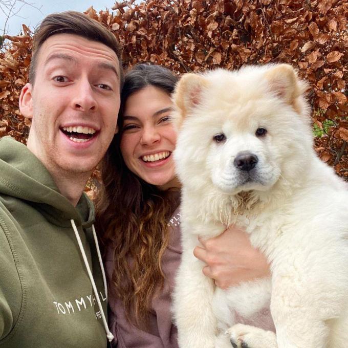 Michiel en Céline met de pup Trixie, die intussen ook een aparte Instagram-account heeft. (Foto Instagram)