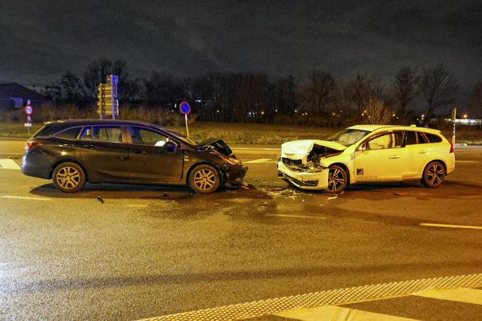 Beide voertuigen kregen zware schade.© CLL