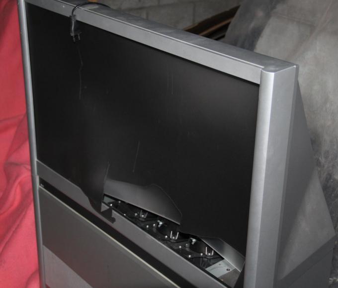 Er sneuvelde onder meer een televisietoestel.© TP