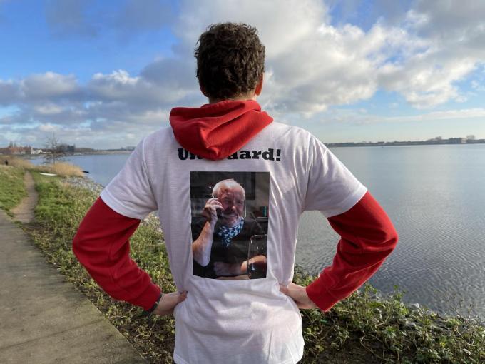 Op het loopshirt van Willem staat een portret van zijn vader.© JRO