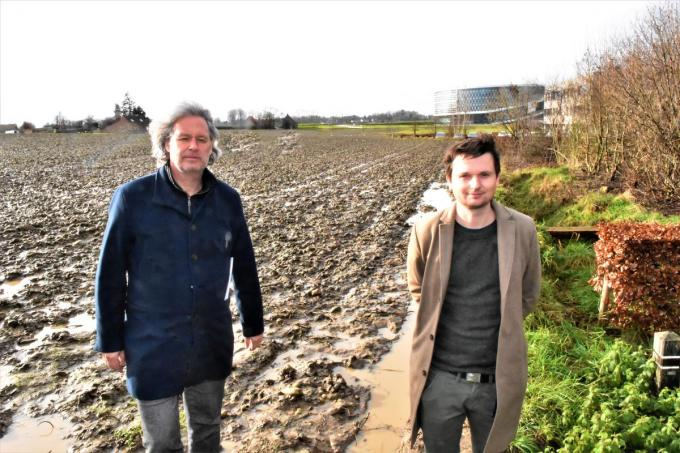 Schepenen Wout Maddens en Arne Vandendriessche trekken samen het golfproject op 't Hoge.©LUDO-OSTIJN LOO