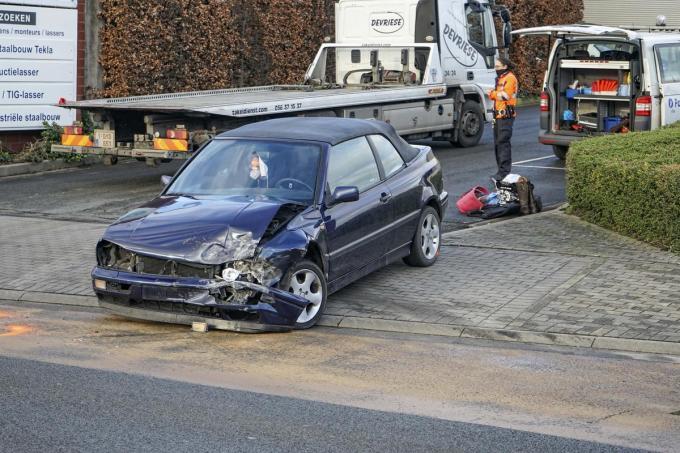 De schade aan de voertuigen is aanzienlijk.© CLL