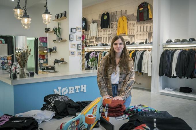 Charlotte Tally in haar nieuwe winkel North Streetwear in de Noordstraat 54:©STEFAAN BEEL Stefaan Beel
