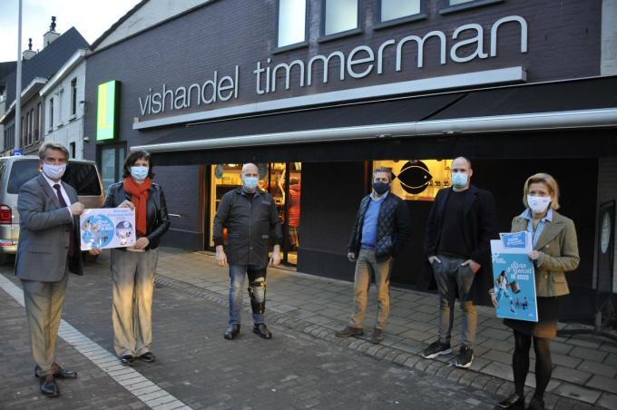De winnaars van de eindejaarsactie 'Shop en Geniet in 8020' (foto GST)