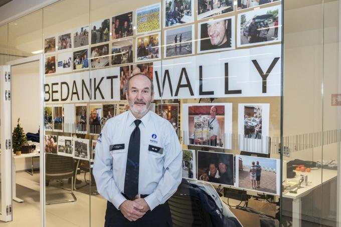 Geert Wallays als postoverste voor de bedankingsmuur voor hem van de collega's. (foto Stefaan Beel)©STEFAAN BEEL Stefaan Beel