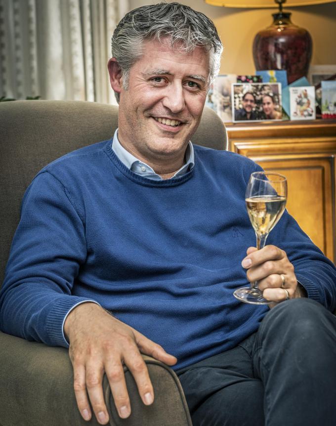 Yves Sanders brengt een heildronk uit op het nieuwe jaar en op het Gildemuziek. (foto Stefaan Beel)©STEFAAN BEEL Stefaan Beel