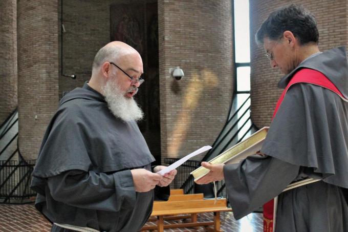 Pater en straks aartsbisschop Dominique Mathieu. (foto Kerknet)