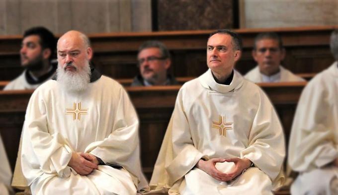 Pater Dominique Mathieu (links). (foto Kerknet)